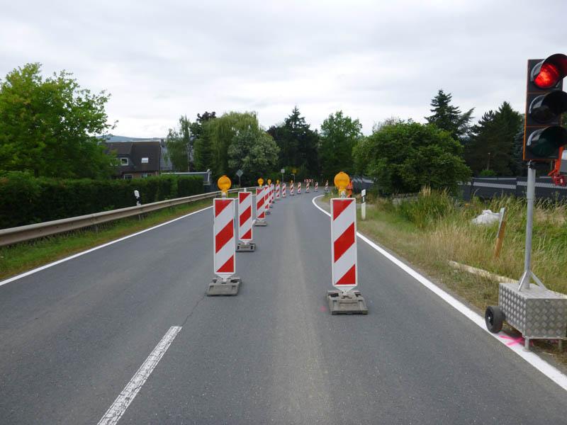 halbseitige Fahrbahnsperrung mit Ampelanlage